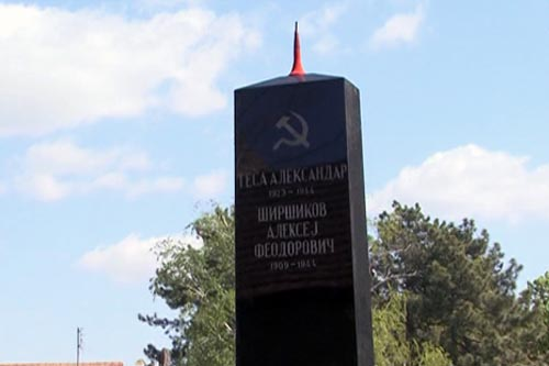 Oskrnavljen spomenik na Trgu Crvene armije