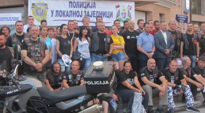 Manifestacija na temu bezbednosti u saobraćaju – Oko 100 dvotočkaša na centralnom gradskom trgu