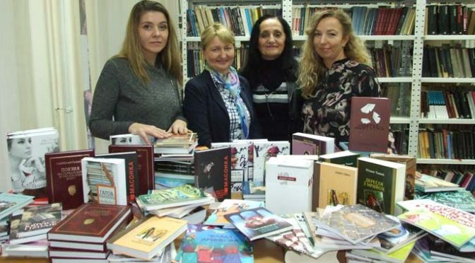 """Knjige """"Ruskog slova"""" na poklon Biblioteci i KPD """"Karpati"""""""