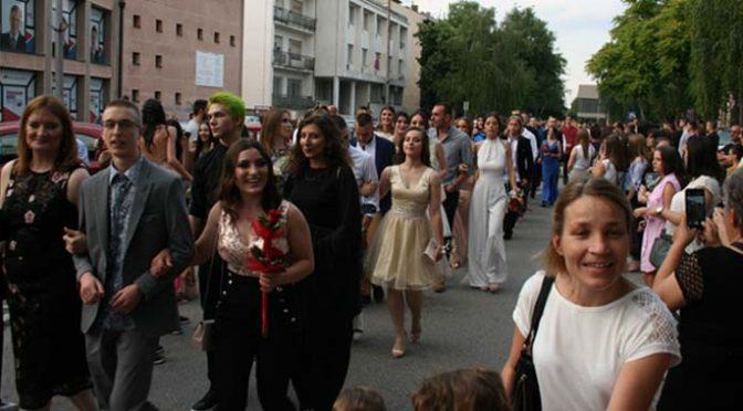 Maturanti u centru grada – Srećno