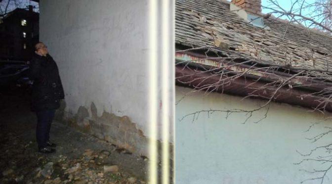 """Vandali uništili deo krova na objektu MNRO """"Kućica"""" u Vrbasu"""