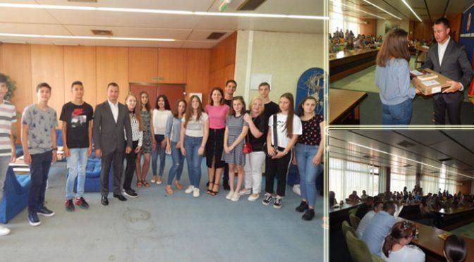 Sve pohvale – Nagrađeni najbolji đaci opštine Vrbas