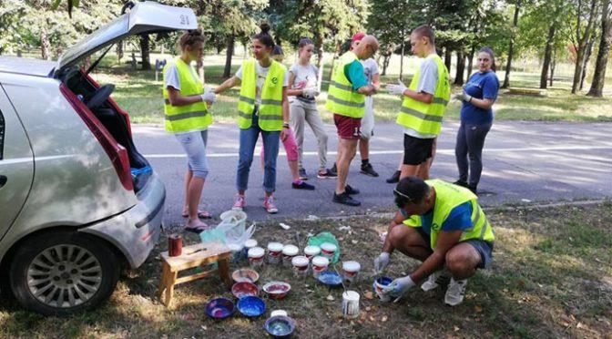 Akcija volontera Ekološkog pokreta i Crvenog krsta na uređenju Lazinog parka