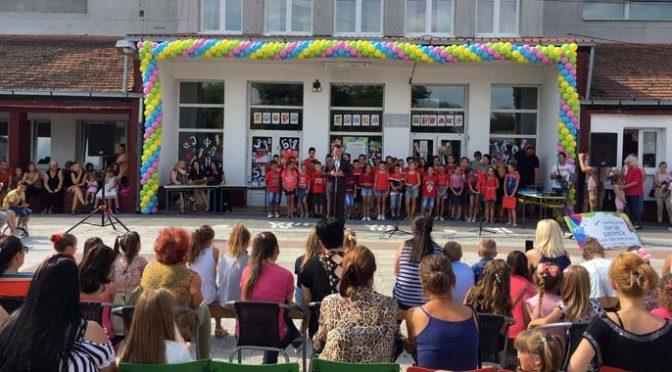 U ponedeljak počinje nova školska godina – Održani prijemi za prvake